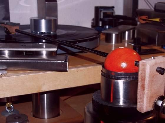 mein erster Tonarm mit kontaktlos-Lager auf ferrofluid-Basis