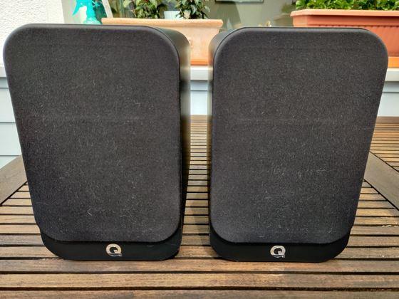 Q-Acoustics 3020i Front mit Bespannung