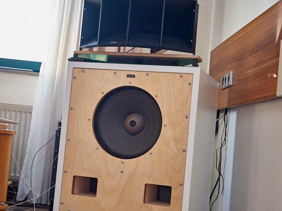 Lignolab Lautsprecher auf Niederfreqenzdämpfern