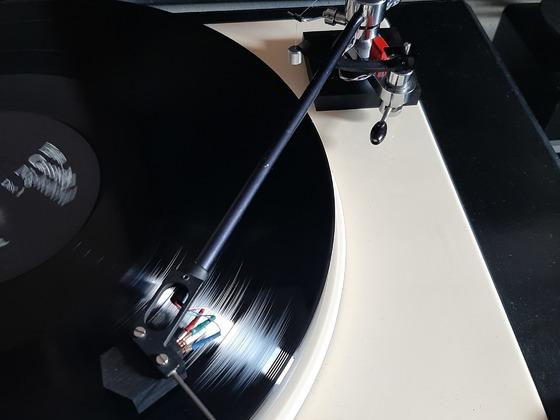 Eva Cassidy (rip) erstmals verzerrungsfrei am Decca SG, dafür mit Anschnallpflicht...