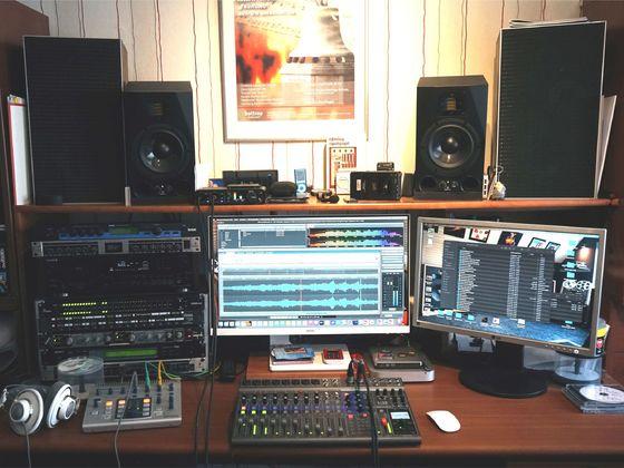 "Post-Production-Studio jetzt mit old-fashioned ""Leak 2030"" Monitor-Speakern"