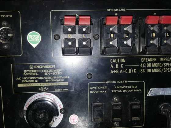 SX-1010 Lautsprecher Klemmen