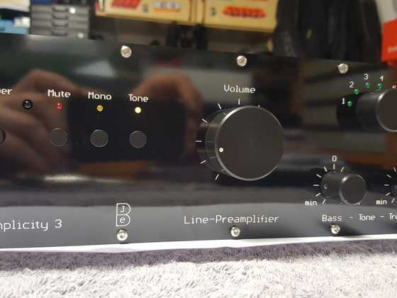 Line-Preamp_Front-Detail