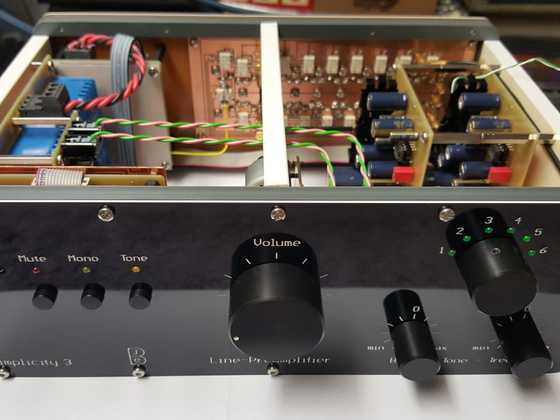 Line-Preamp_Front_open