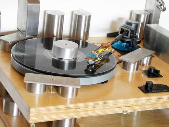 Zwei Motoren Thorens Laufwerk mit DIY Plattenpuck
