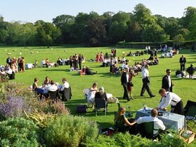 Traditionelles Picknick beim Glyndebourne Festival