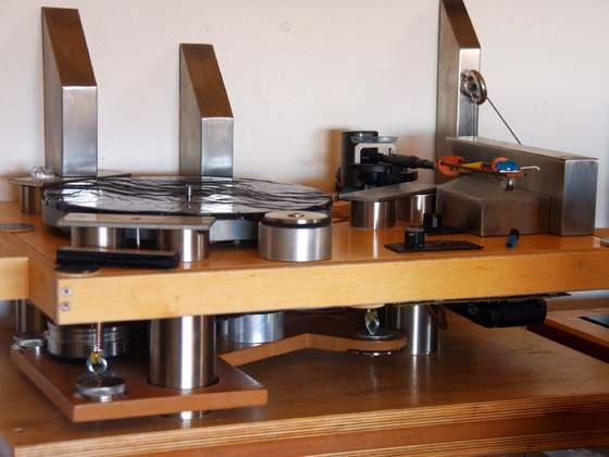 DIY  Laufwerk mit zwei Motoren, AKKU-Stromversorgung und Rundumresonanzberuhigung
