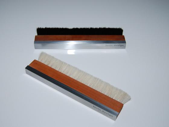 Vinyltrockenbürste mit rotem Birnenholzgriff